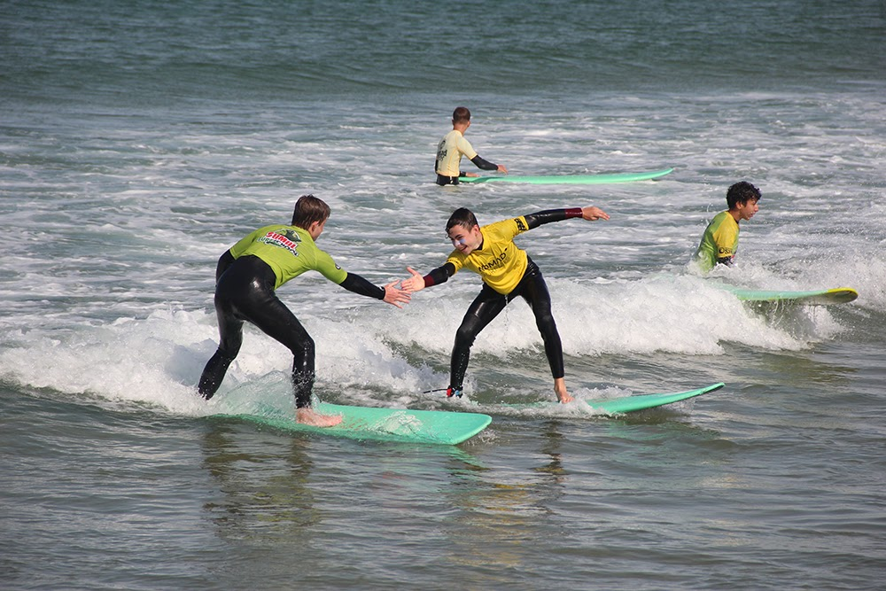 How to Keep Your Kids Fit During Surfing Lesson